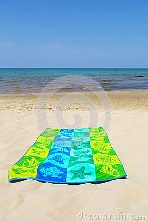 Free Towel On Beach Royalty Free Stock Photography - 32278157