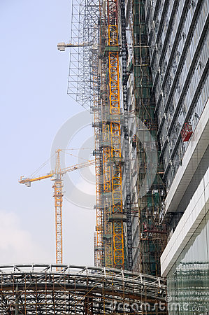 Tower crane and building