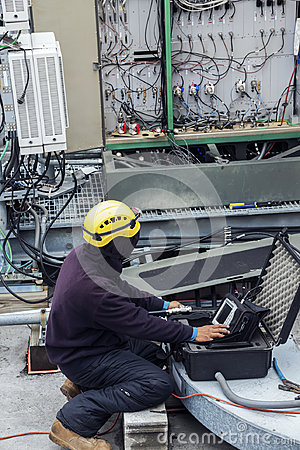 Free Tower Crew Leader Working On The Cell Phone Site Stock Images - 98750154