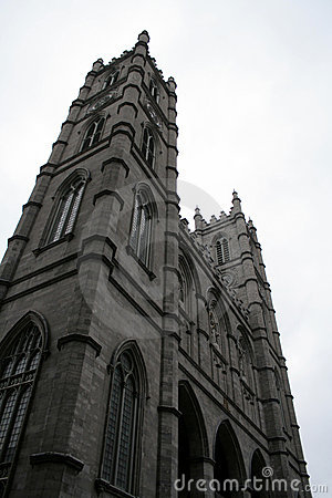 Towering Notre Dame, Montreal