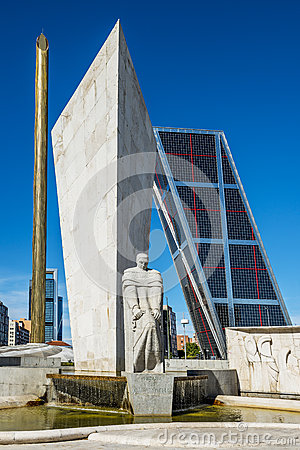 Free Towers Of Madrid Puerta De Europa, Spain Royalty Free Stock Image - 34577956