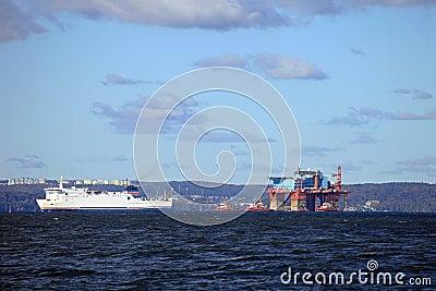 Towing platform in port