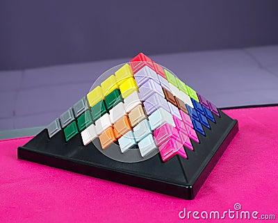 Toy building pyramids