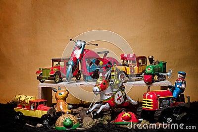 Toy Tin Robot Gathering 04