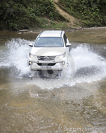 Free Toyota Fortuner 2017 SUV In A Test Drive Stock Photo - 89700760