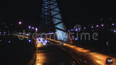 Tráfego automóvel numa ponte à noite vídeos de arquivo