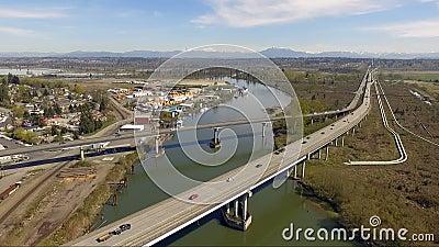 Tráfico de vehículos Everett Washington de la ruta 2 del río de Snohomish almacen de video
