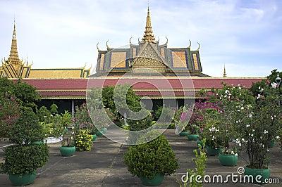 Trädgårdar på den kungliga slotten i Phnom Penh