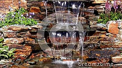 Trädgårds- vattenkaskadlutande ner