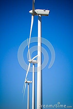 Três turbinas eólicas