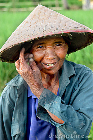 Trabajador del arroz de arroz Fotografía editorial
