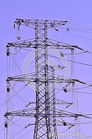 Trabajadores en postes de la electricidad