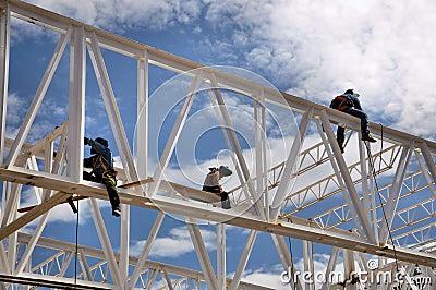 Trabalhadores da soldadura da construção