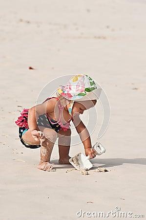 Trabalhando com pá a areia