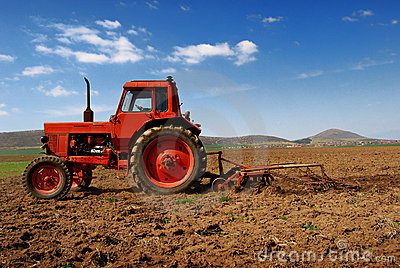 Tractor cultivating 3