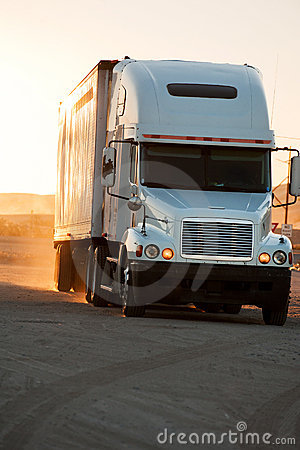Free Tractor-trailer Royalty Free Stock Images - 18029139
