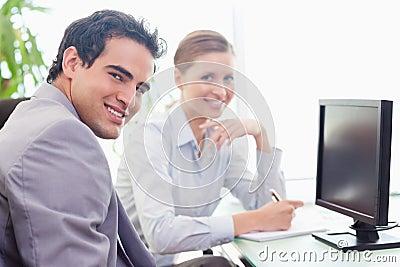 Tradesman mentoring his new colleague