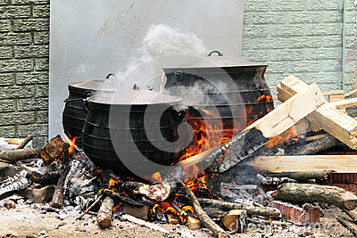 Tradional south african cooking stock photography image for Fire pots south africa