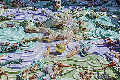 Traditional chinese symbolic dragon sculpture