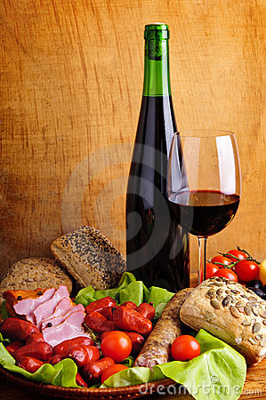 Free Traditional Food And Wine Royalty Free Stock Photos - 17770198