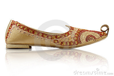 https://thumbs.dreamstime.com/x/traditional-indian-handicraft-shoes-13517343.jpg