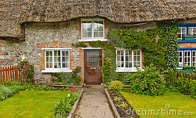 Traditional irish thatched cottage, Ireland