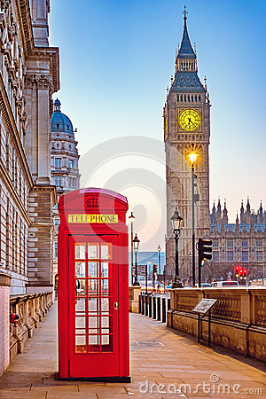 Free Traditional Red Phone Booth In London Royalty Free Stock Images - 66746529
