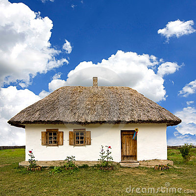 Free Traditional Ukrainian Rural House Royalty Free Stock Photography - 10777427