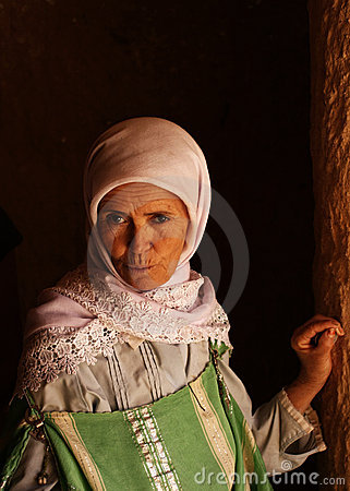 Traditionally dressed woman in Tunisian desert Editorial Stock Image