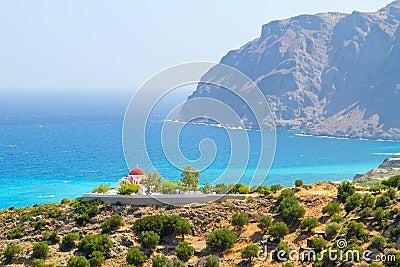 Traditionelle griechische Kirche auf der Küste