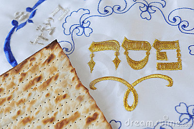 Traditionelle jüdische Matzo-Blätter und Abdeckung