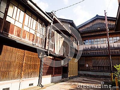 https://thumbs.dreamstime.com/x/traditionelle-japanische-holzhuser-68768092.jpg - Japanische Huser