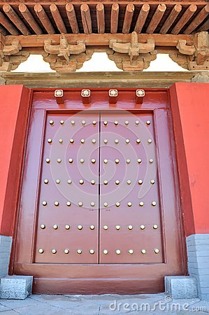 Tradycyjny eave chiński drzwiowy styl