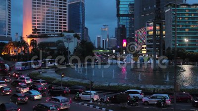 Trafique no hotel Indonésia de Bundaran quando por do sol, Jakarta video estoque