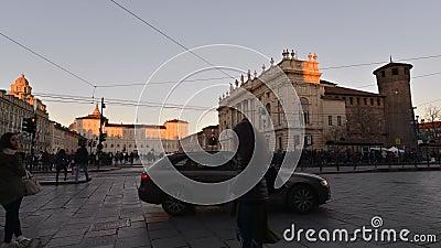 Trafiquez au centre de Torino, Italie, le 16 janvier 2016 - vidéo de Timelapse banque de vidéos