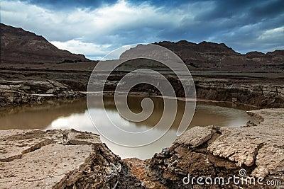 Trago-agujero en el mar muerto