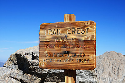 Trail Crest Sign