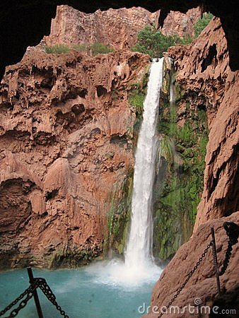 Trail to the Mooney Falls