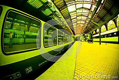 Train de gare de plate-forme