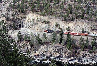 Train/tunnel