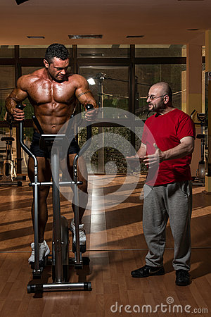 Training in gym where partner gives encouragement