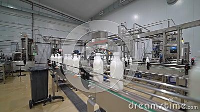Transportador 2 de la fábrica de la leche metrajes