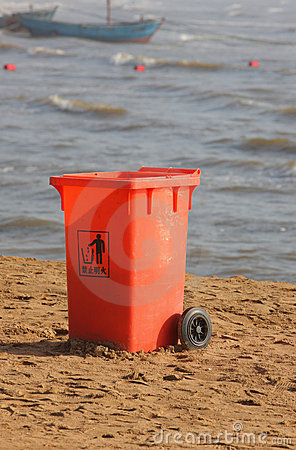 Trashcan in the beach
