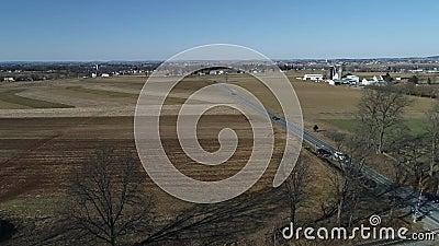 Trasporto del vapore e treno combinato del passeggero come visto dall'per parlare monotonamente Sunny Winter Day archivi video