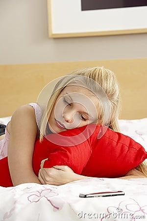 traurige jugendliche im schlafzimmer mit handy lizenzfreies stockbild bild 11501376. Black Bedroom Furniture Sets. Home Design Ideas