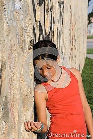 Trauriges einsames unglückliches Kind