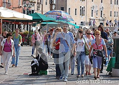 Travel guide and tourists in Venice/Venezia Editorial Image