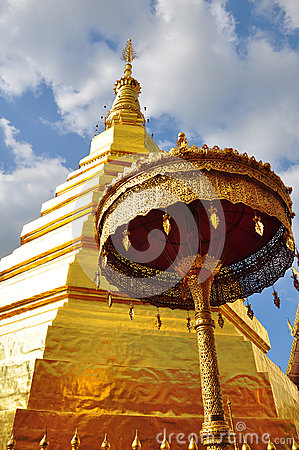 Travel to Wat Phra That Cho Hae .