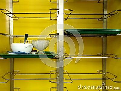 Tray shelf