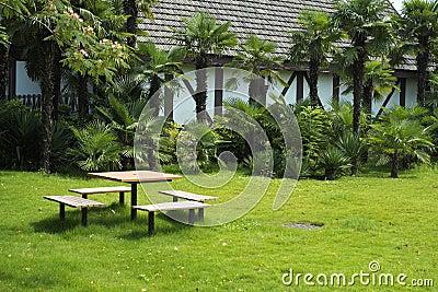 Trädgård av villan för fritid